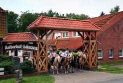 Hofeinfahrt des Reiterhof Lünzen
